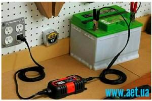 Как зарядить автомобильный аккумулятор?