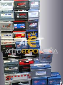 Стенд с аккумуляторами для автомобилей в офисе АЕТ